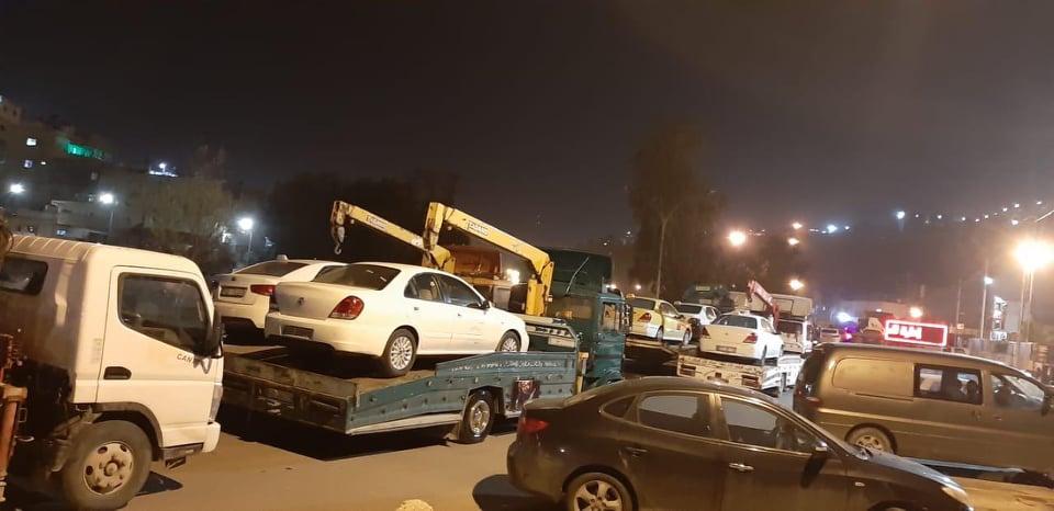الأمن: نقل المركبات المخالفة لحظر الاستخدام والتنقل إلى سواقة والموقر - صور