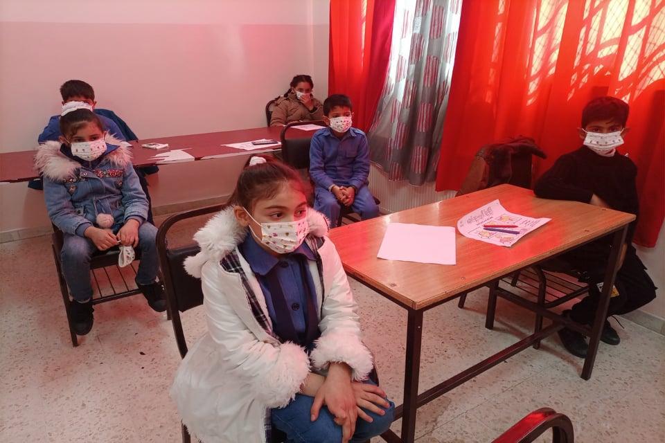 """مبادرة """"أردنا أقوى من الكورونا"""" يعقد ورشة تثقيفية توعوية في مدرسة عائشة أم المؤمنين بلواء سحاب"""