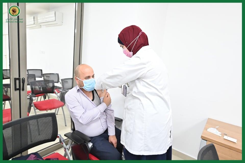 افتتاح مركز في مستشفى الكندي للتطعيم ضد كورونا - صور