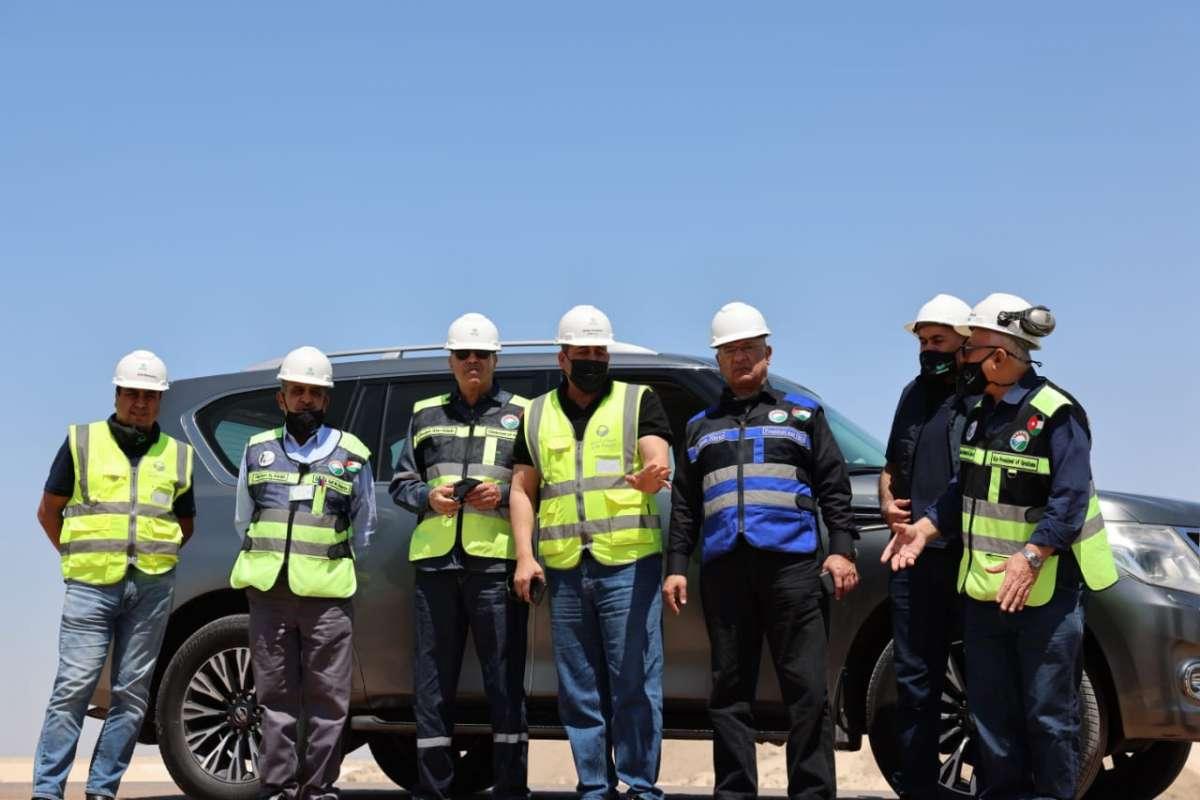 م. أبو هديب يفتتح العيادة الطبية في مصانع البوتاس العربية ويتفقد مشاريع السدود المحيطية التابعة للشركة