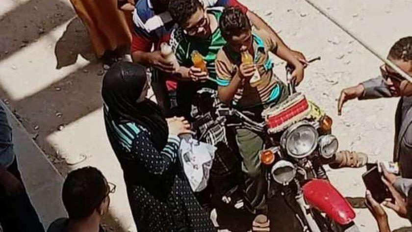 مصر.. سيدة تعيد مشهد قتل أطفالها الثلاثة بدم بارد (صورة)