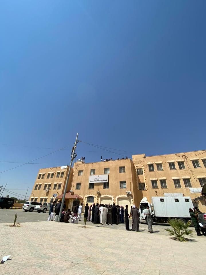 متعطلون عن العمل في الجفر يهددون بحرق انفسهم: الجهات الرسمية خدعتنا - صور