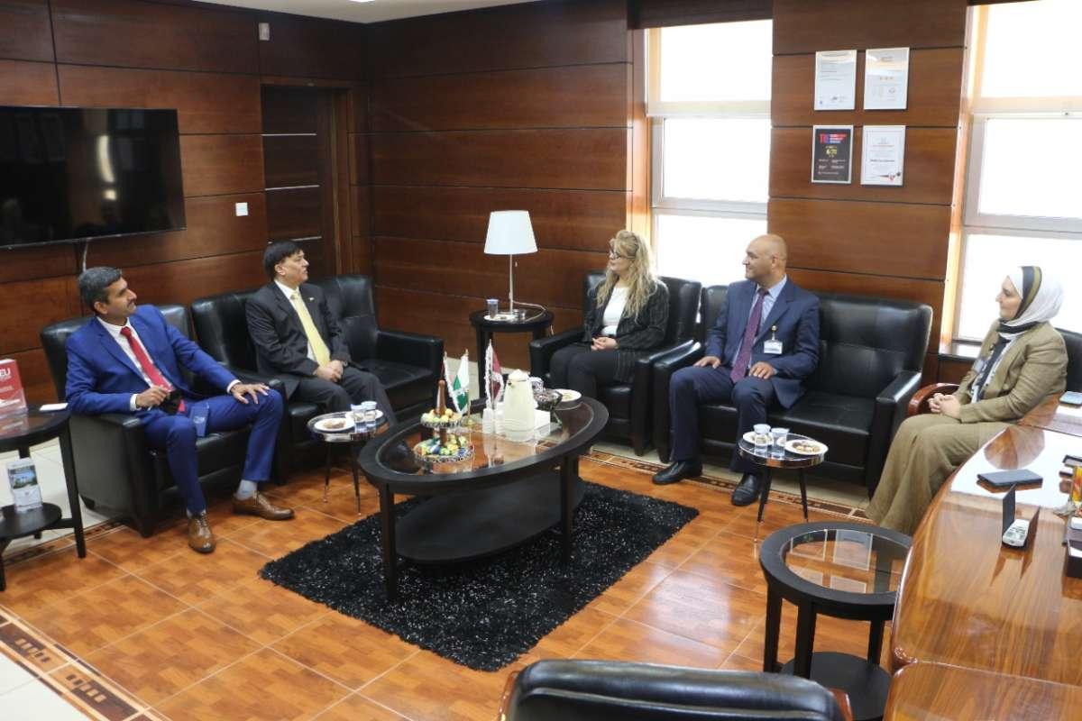 السفير الباكستاني في زيارة رسمية إلى جامعة الشرق الأوسط MEU