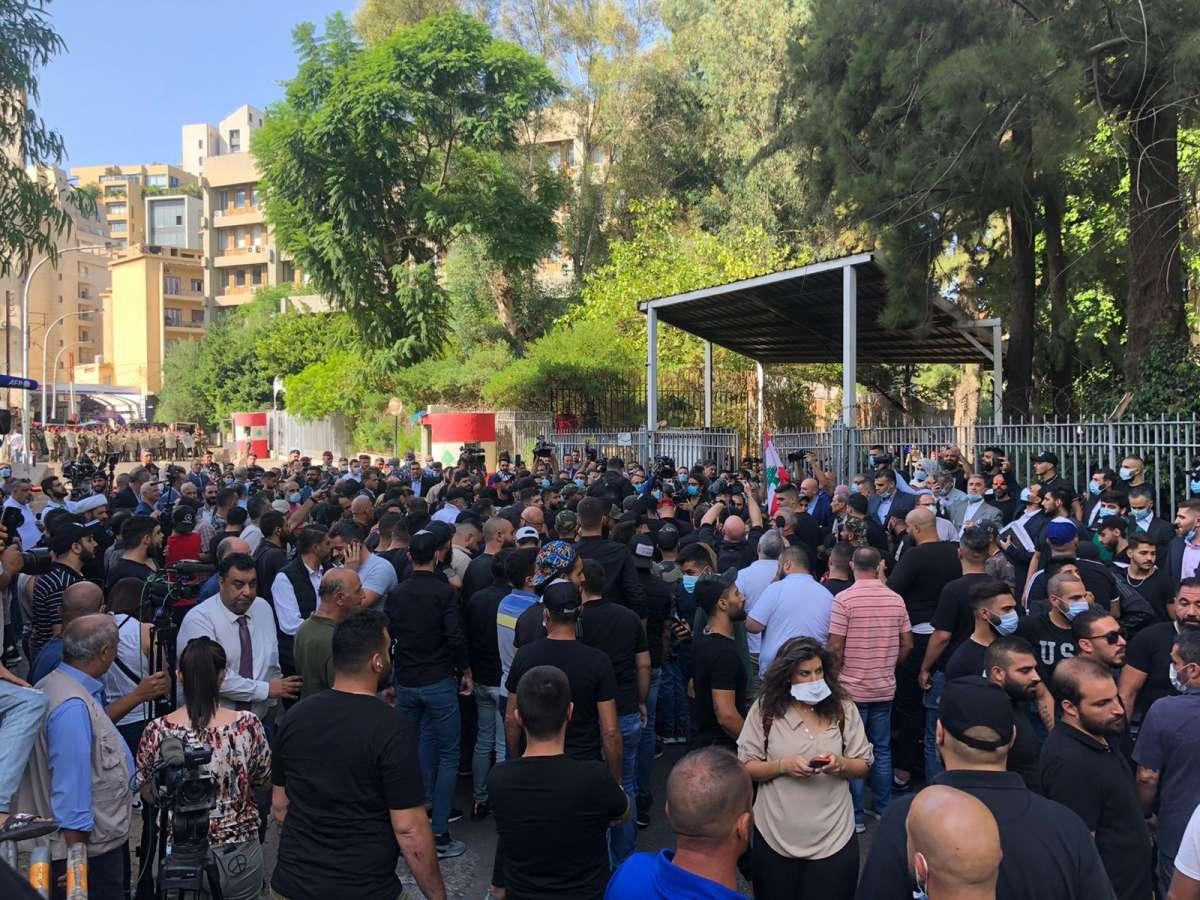 لبنان: اشتباك مسلح ودوي انفجار خلال احتجاج لانصار حزب الله وحركة امل